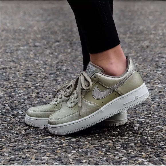 Women's Nike Air Force 1 '07 Premium Sneakers NWT